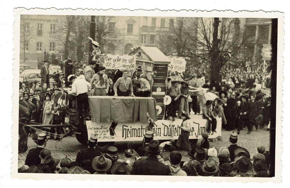 Wagen der Düsseldorfer Jonges beim Düsseldorfer Karnevalsumzug - Jahr unbekannt