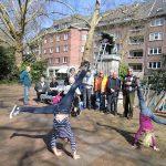 Radschlagende Kinder am Dreck-Weg-Tag